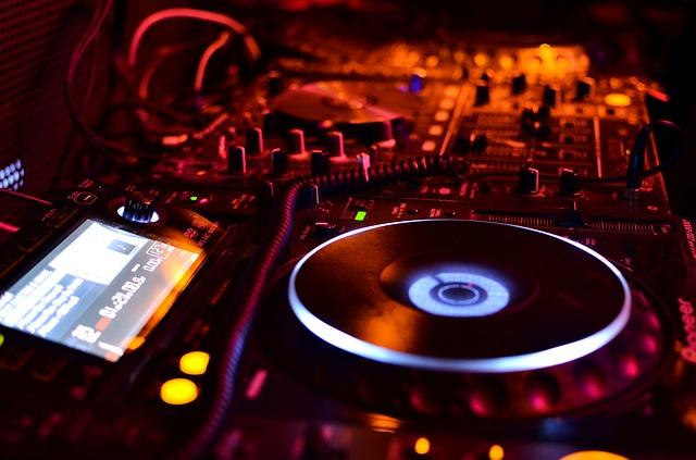 Live DJ / Dance Party
